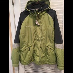 EUC COLUMBIA 2 PIECE JACKET W/ HOOD.